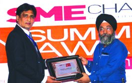 SANIB MOHAPATRA, PUBLISHER, SME CHANNELS GIVING AWAY SUPER50 AWARD TO RX INFOTECH PVT LTD